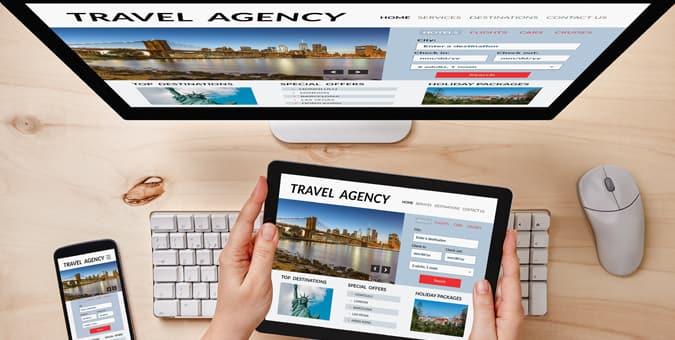 Man uses travelport commerce platform on his mobile device