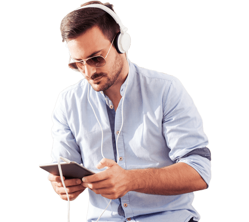 man using streaming software from his mobile device